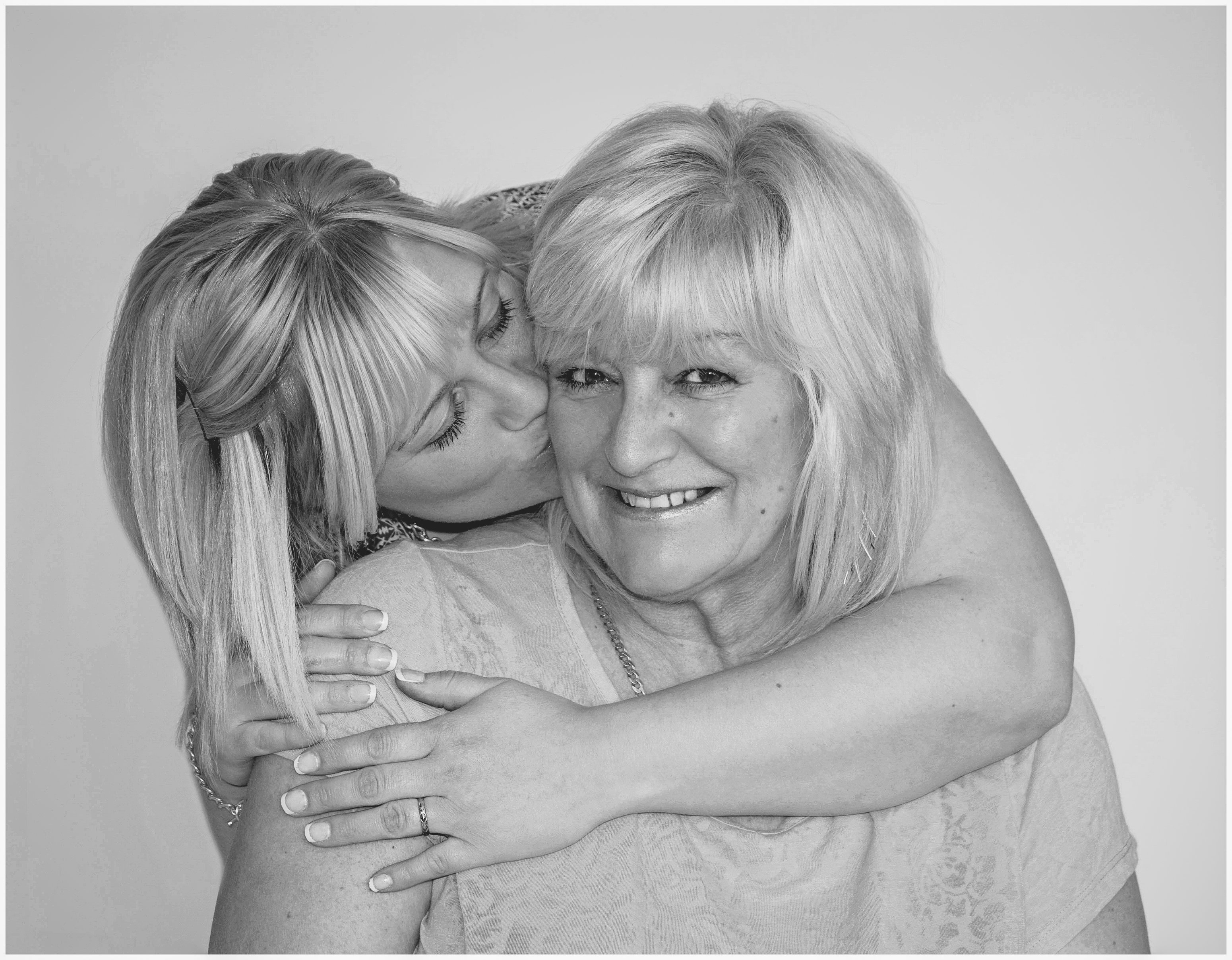 black and white photo of mum with her daughter