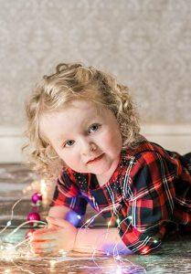 Christmas childrens portrait 209x300 - FAMILY & CHILDREN CHRISTMAS PORTRAITS