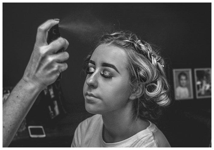 bridesmaid having makeup set - Home