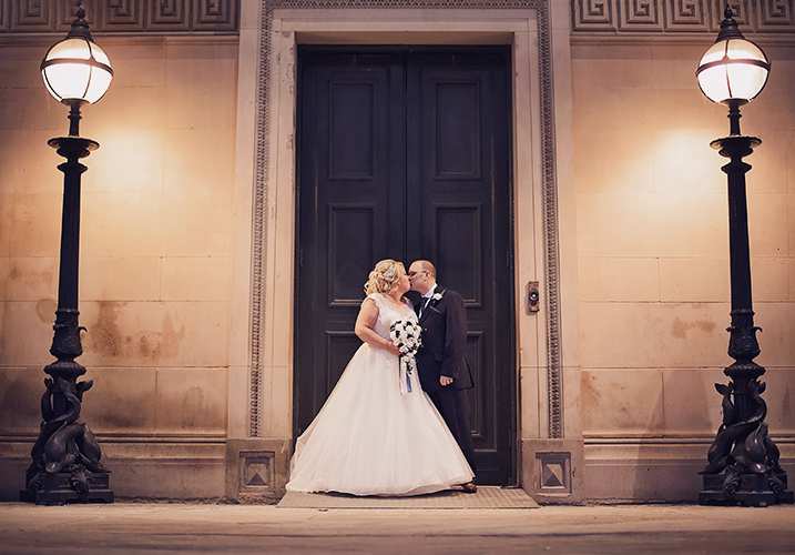 bride and groom st georges hall liverpool