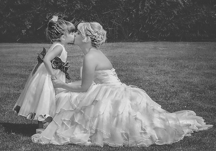 bride-kissing-her-daughter