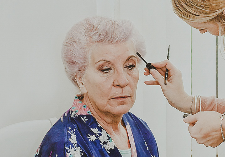 mum of the bride having her makeup done