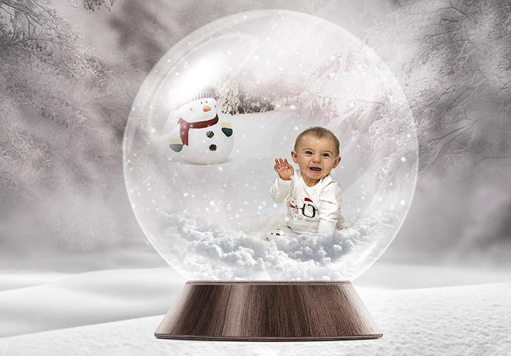 Toddler having a Christmas photoshoot - CHRISTMAS KIDS PHOTSHOOT CHESHIRE 2019